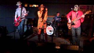 Angela Perley & The Howlin' Moons -- Hurricane