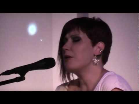 Autumn Dawn Leader - Bottle (LIVE)