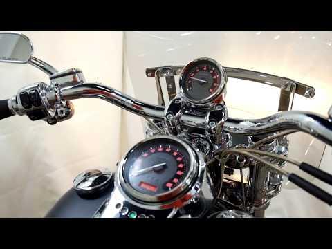 2010 Harley-Davidson CVO™ Dyna® Fat Bob® in Eden Prairie, Minnesota - Video 1