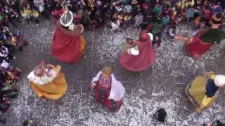 preview picture of video 'Ball dels gegants de Carnaval amb els gegants bojos - Solsona 2014'