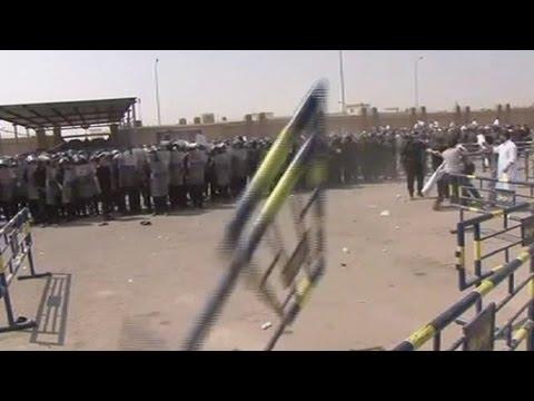 محاكمة مبارك: اشتباكات بين الاهالي وقوات الامن