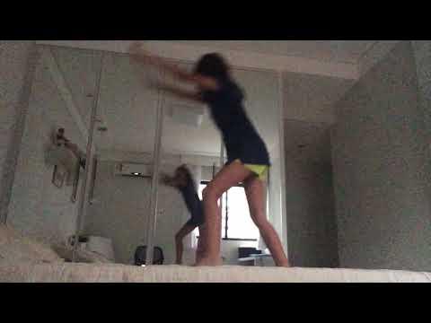 Fazendo ginástica na cama 😉😙