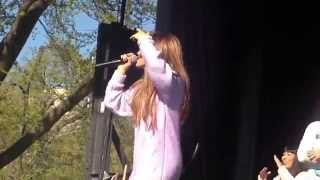 Ariana Grande - Piano Live @White House