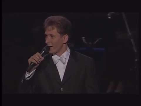 """ביצוע מיוחד של הזמר הבלגי הלמוט לוטי לשיר """"הבה נגילה"""""""