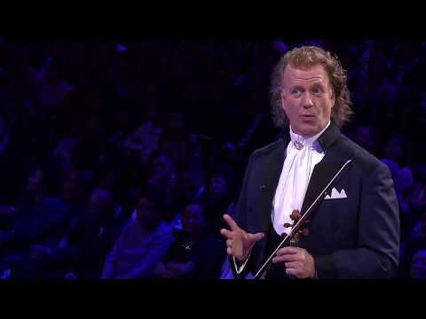 אנדרה ריו ותזמורתו מבצעים את היצירה הספרדית קונסיירטו דה ארנחואס