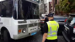 В Киеве под посольством Беларуси задержали протестующих. Видео