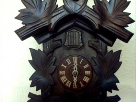 Reloj de cuco en funcionamiento