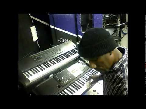 Looping with a Zoom Sampletrak & Yamaha Keyboards