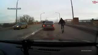 Жопонюхи. Мощный удар в зад автомобиля.