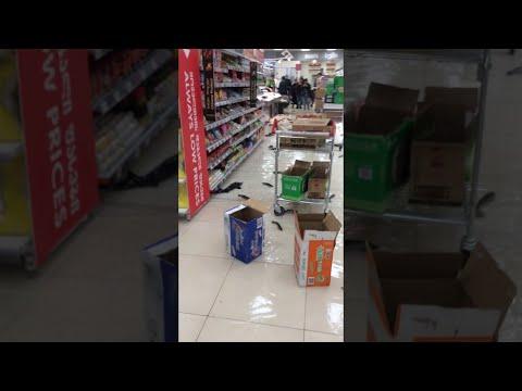 "Зрелищно: ""Рыбная катастрофа"" в супермаркете Тбилиси"