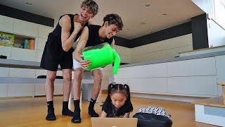 SLIME PRANK ON LITTLE SISTER! - Video Youtube