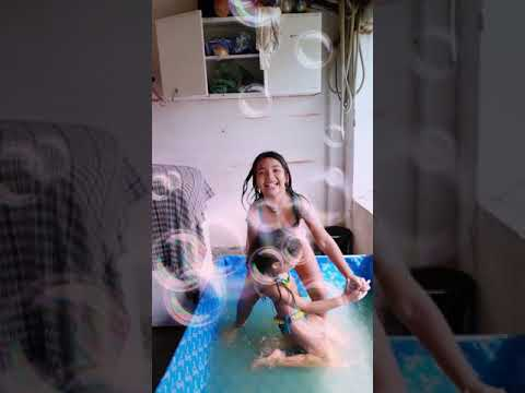 Só diversão eu e minha prima querida na piscina