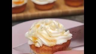 Капкейки с абрикосовым джемом и сливочным кремом