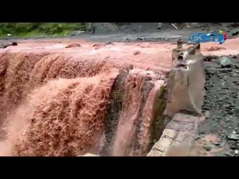 Landslides triggered by rains block Jammu-Srinagar highway