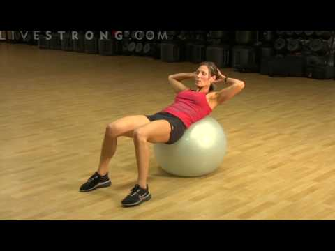 How to Do Abdominal Crunches Using a Balance Ball