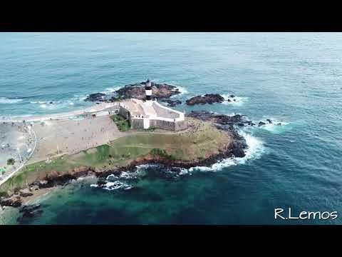 Drone Sobrevoando Forte Santa Maria, Praia e Farol da Barra - Salvador BA