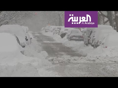 العرب اليوم - شاهد: عواصف ثلجية تشل الطرقات والرحلات الجوية في أميركا