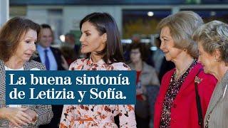 La buena sintonía de las reinas Letizia y Sofía en una mañana de compras