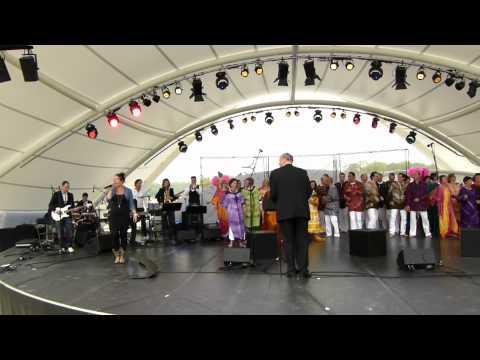 Optreden Los Zand Overloon en Zang & Theatergroep Oker op de Floriade