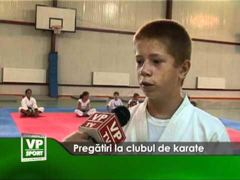 Pregătiri la clubul de karate