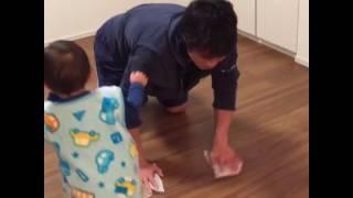 ハグされたら掃除どころじゃない子育て育児癒し動画
