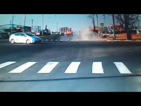 Автомобиль  перевернулся от столкновения на перекрёстке в Благовещенске