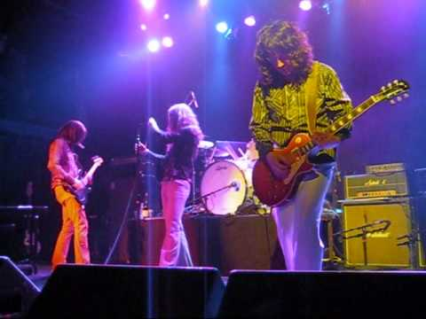 Download Led Zeppelin 2 - Intro / Whole Lotta Love Mp4 HD Video and MP3