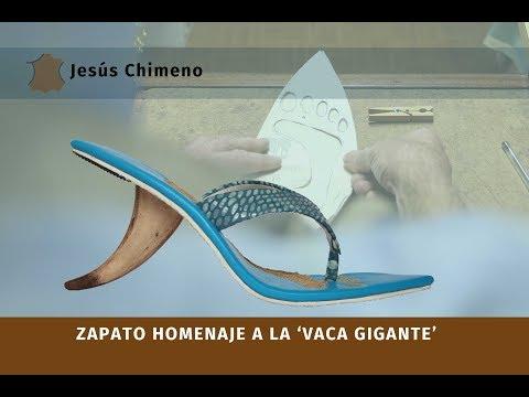 Zapato artesanal hecho a mano por Jesus Chimeno dedicado al surf para la Vaca Gigante Santander