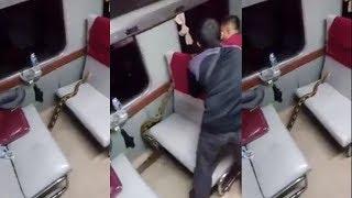 Sedang Nyenyak Tidur, Penumpang Kereta Dihebohkan Adanya Ular Piton Berkeliaran di Gerbong