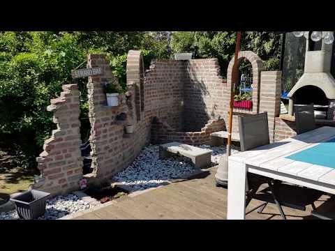 Ruinenmauer Gartenmauer mit Terrasse und Teich