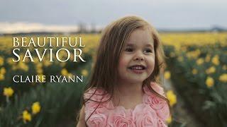 4歲的克莱尔的迷人的声音歌唱《美麗的救主》讚美耶穌