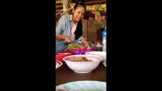 preview picture of video 'គេញ៉ាំប្រហុក #SengPheng អត់ចេះប្រហុក'