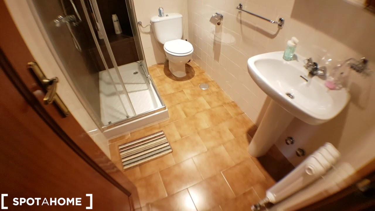 Rooms for rent in 4-bedroom apartment in San Blas