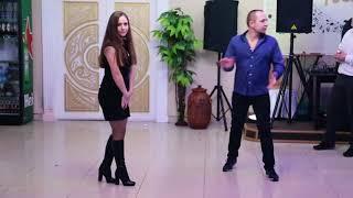 Танцевальный батл на свадьбе. Девушки против парней. Задание от ведущего - станцевать оригинально.