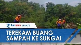 Viral Petugas PT KAI Tertangkap Kamera Buang Tumpukan Sampah ke Bantaran Sungai, Terancam Disanksi