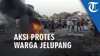 Warga Jelupang Bakar Ban dan Bongkar Separator, Pembangunan Pintu Tol Buat Akses Jalan Sempit