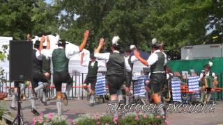 preview picture of video 'Schuhplattler des Ramsauer Trachtenvereins auf dem Straubinger Gäubodenvolksfest'