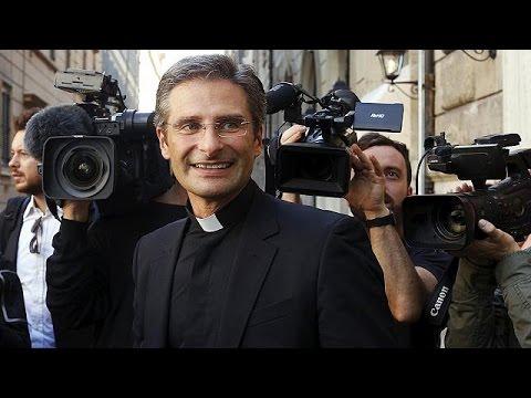 Βατικανό: Ιερέας αποκάλυψε ότι είναι ομοφυλόφιλος και απομακρύνθηκε από τα καθήκοντα του