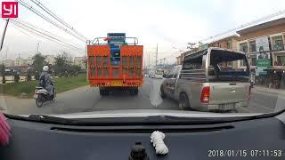 preview picture of video 'ตช 5715 กทม แทรกซ้ายทางข้ามทางรถไฟ + ตั้งใจเบรคให้ชน อ.พานทอง #2'