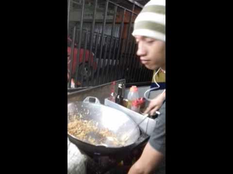 Video Cara yang bener bikin nasi goreng jawa .