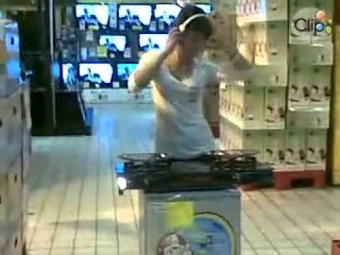 DJ bếp ga, con này chắc mới từ bệnh viện ra