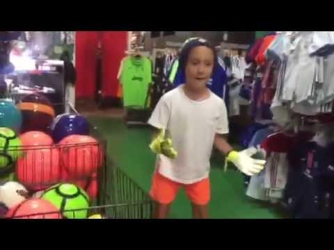 Santi busca guantes de arquero en Fort Lauderdale