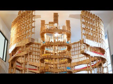 Un Increíble Coliseo de Kapla Se Derrumba Junto a Los Dominós