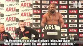 Klitschko VS. Briggs: Briggs rastet bei Pressekonferenz aus (Briggs freaks out)