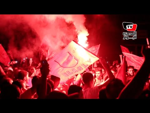 جمهور الأهلي يحتفلون بـ«السوبر» أمام النادي
