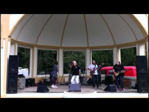 Shake your hips & Out of sand live@ Brintons park Kidderminster