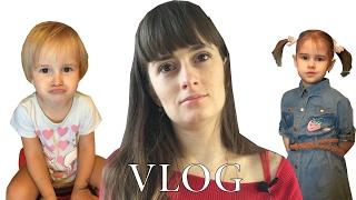 ВЛОГ Какое платье выбрать |  Алина покупает игрушки | Одежда для Алины и Юли | VLOG