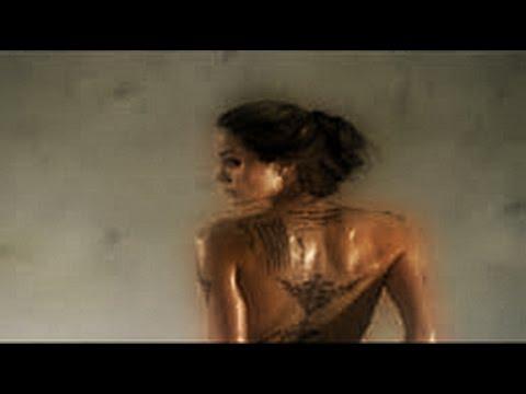 Angelina Jolie :  Sexy Scenes