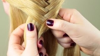 """Смотреть онлайн Подробный урок плетения косы """"Рыбий хвост"""""""