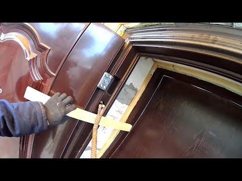 Демонтаж металлической коробки косяка двери в частном доме